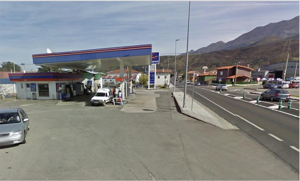 Un hombre, armado con un puñal, roba mil euros en la gasolinera de San Roque del Acebal (Llanes)