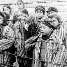 La Casa de Cultura de Arriondas dedica una exposición y una conferencia al Holocausto judío