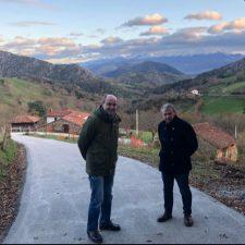 El Ayuntamiento de Parres concluye la mejora de caminos en Bustiellu, La Gobia y Huexes