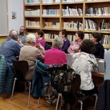 Exito del taller de lectura que Leticia Sánchez imparte en la biblioteca de Arriondas