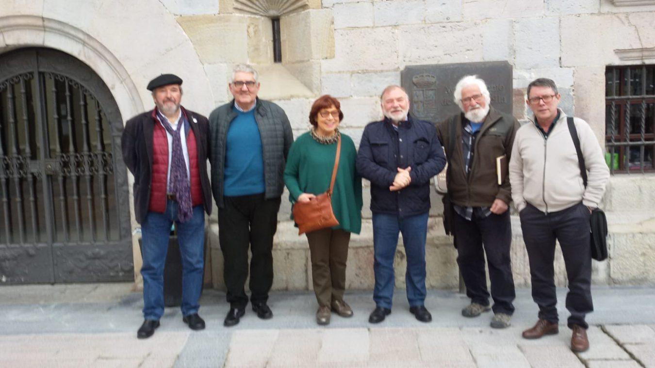 La Agrupación de los Caminos del Norte, reunida en Ribadesella, distingue con su Bordón a José Luís Galán