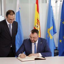 Adrián Barbón muy honrado con presidir el Consejo de Gobierno en Colombres (Ribadedeva)