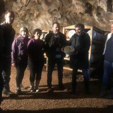 El Consejero de Desarrollo Rural visita Cueva Oscura, donde se madura el queso Gamoneu del Valle