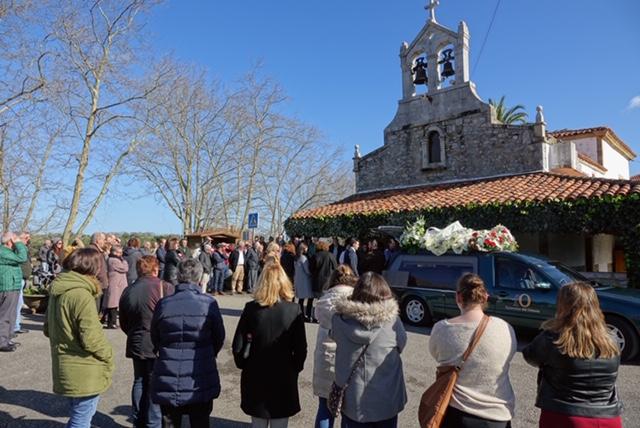 Mientras cientos de personas despiden a Carlos el de Pandu el Juzgado de Cangas inicia la instrucción de su muerte por atropello