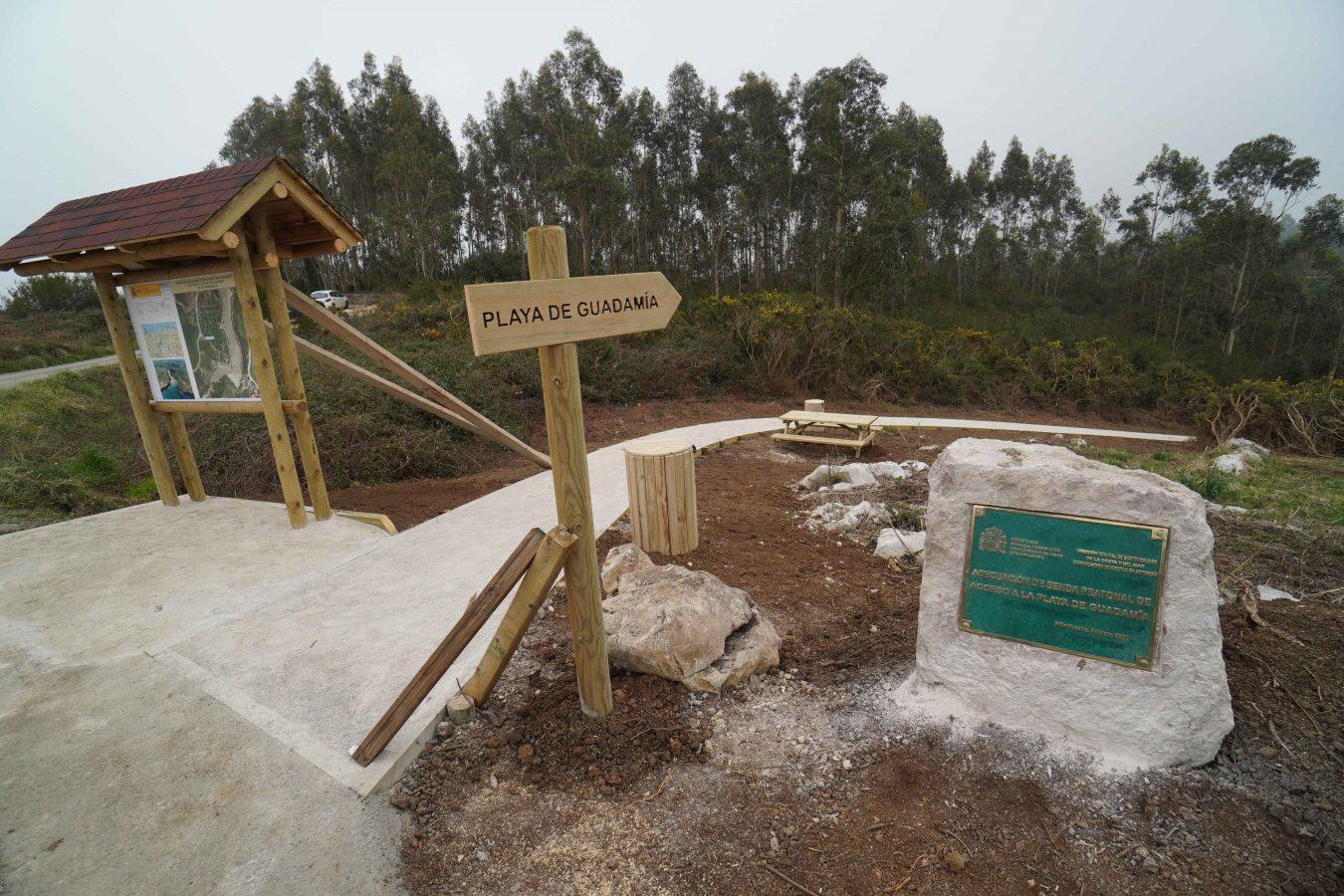 La playa de Guadamía ya cuenta con un digno acceso peatonal desde Ribadesella