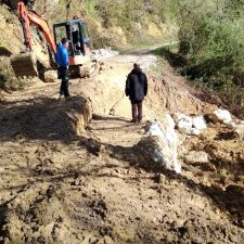 El Ayuntamiento de Llanes repara el argayu registrado en el camino de Villa