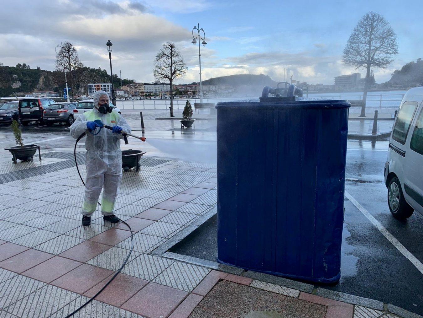 Ribadesella inicia la desinfección de los espacios públicos mas concurridos