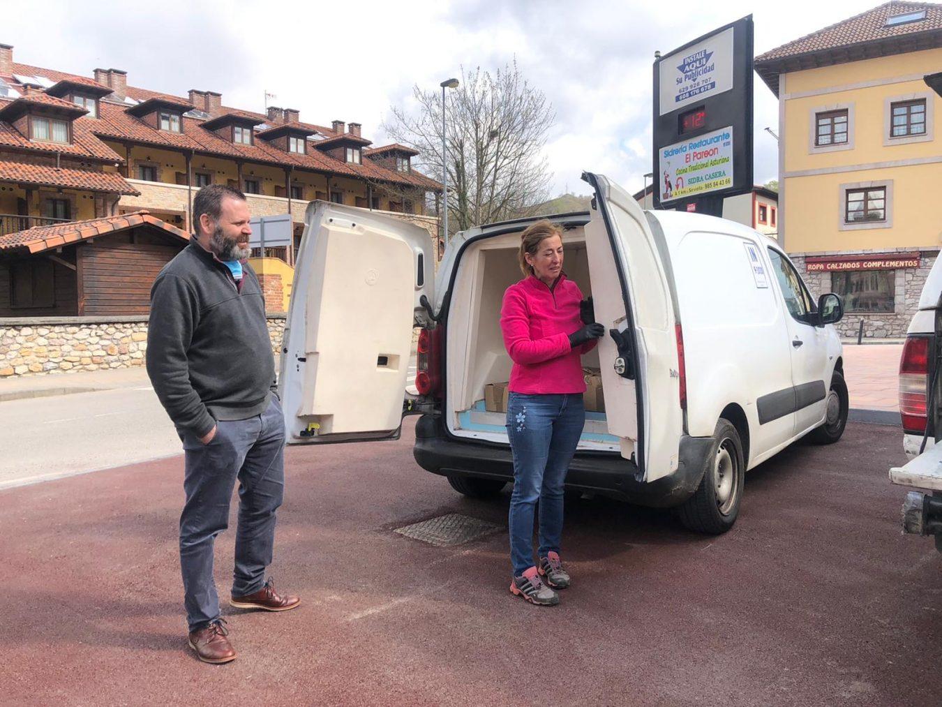 Donan cien kilos de queso para los mayores de Cangas, Amieva y Onis