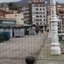 La jefatura de puertos cierra todos los accesos peatonales del muelle pesquero de Ribadesella