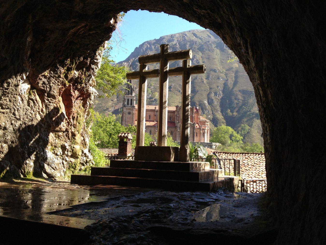 El Santuario de Covadonga se une al rezo del Rosario con el Papa previsto para el sábado