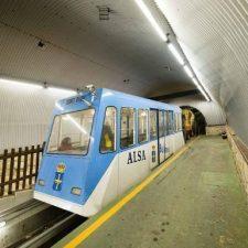 El Funicular de Bulnes reanuda su actividad turística pero solo al 50% de su capacidad