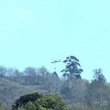 Un incendio forestal quema un monte en el concejo de Onís