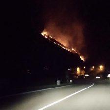 El domingo se cierra con siete incendios activos en la comarca, en Piloña (3), Cangas de Onís (2), Ponga (1) y Ribadesella (1)