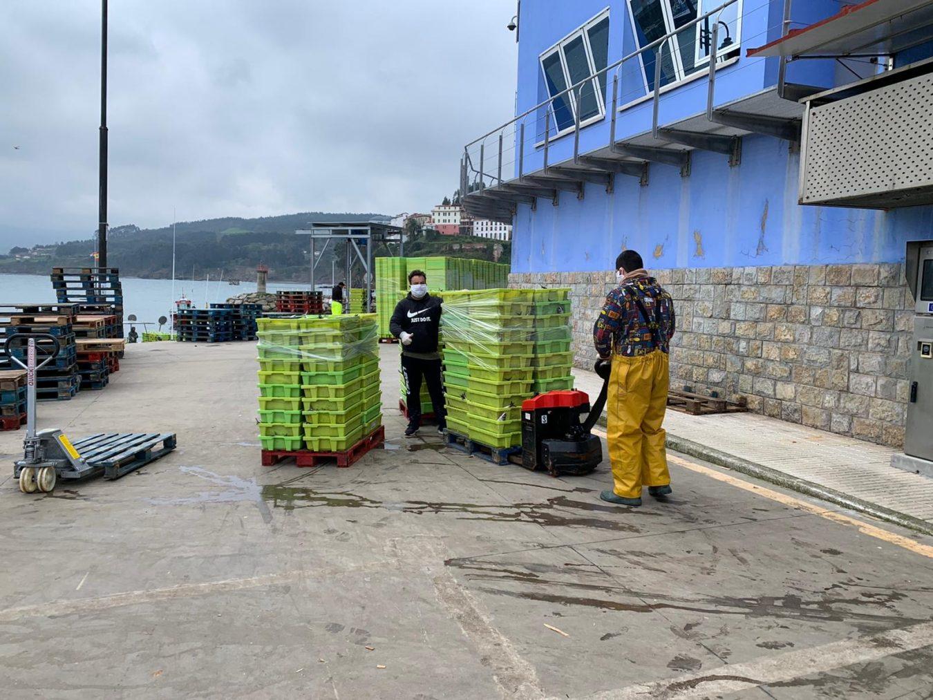 Lastres rechaza el amarre de veinte embarcaciones durante la costera de la xarda debido al Covid-19