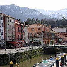 La Nalona dragará el canal de acceso al puerto de Llanes en cuanto las condiciones marítimas lo permitan