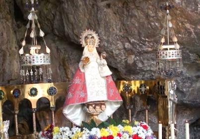 El Arzobispo de Oviedo preside la misa de las once desde Covadonga