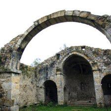 Santa María de Tina y la ermita de Santu Medé ya son Bien de Interés Cultural
