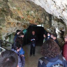 La cueva prehistórica de Ribadesella recibe los primeros visitantes de la temporada turística