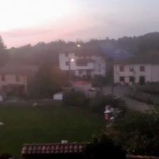 El Asturias de Víctor Manuel todas las tardes suena en Berbes mientras en Camangu escuchan ópera en directo