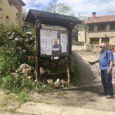 Chamo Asprón dedica su confinamiento en Bobia a cuidar de sus cabras y a desinfectar los caminos del pueblo