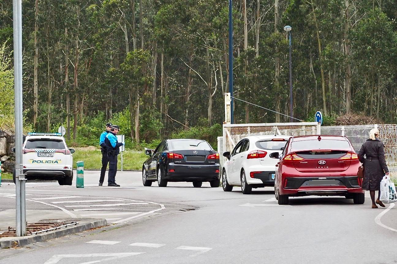 La Policía Local de Ribadesella tramita las primeras seis denuncias entre los desplazados a su segunda residencia