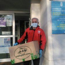 El Club Ciclismo Ribadesella entrega 300 mascarillas a los Servicios Sociales y a la Residencia San José de la Montaña