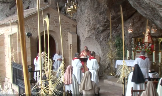 Jesús Sanz preside en Covadonga un Domingo de Ramos único e inimaginable