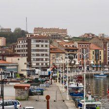 La flota pesquera asturiana baraja detener su actividad en cuanto concluya la costera de la xarda