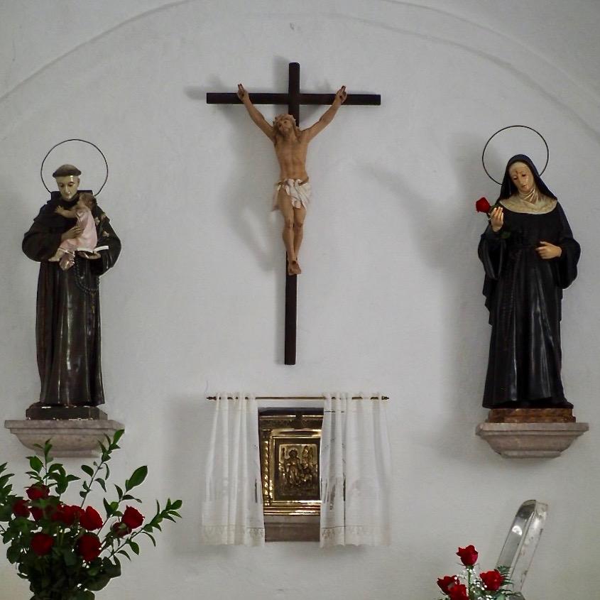 Arriondas y Barréu se preparan para honrar este viernes a Santa Rita con muchas rosas pero reducido público