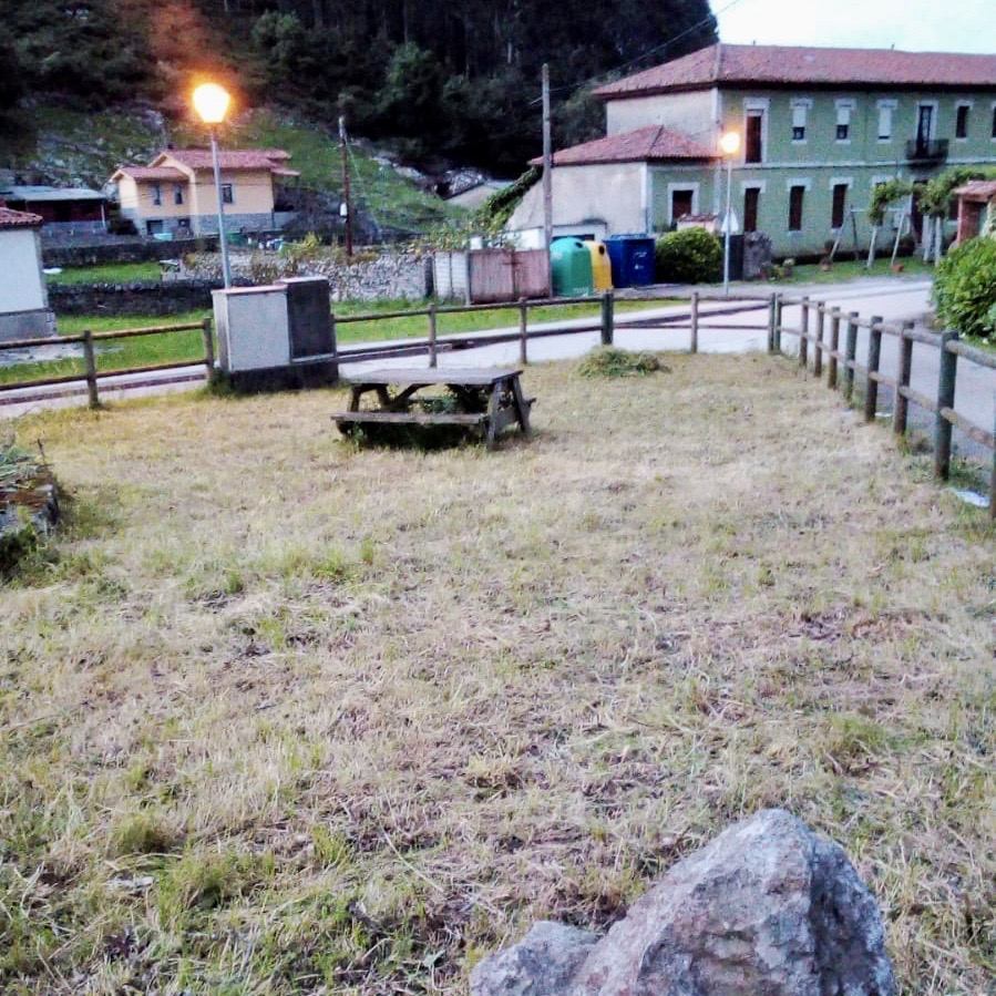 La peña de bolos de San Martín de Collera deja el castro reluciente durante el fin de semana