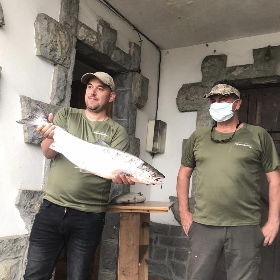 El cangués Josechu Mori pesca el 'campanu' del Sella 2020 en los Espigones de Triongu