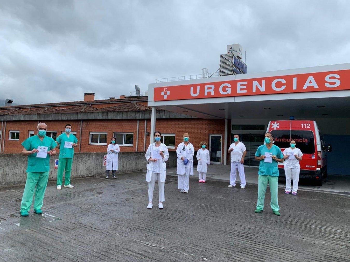 Dos minutos de silencio en el Hospital de Arriondas para homenajear a los sanitarios fallecidos en España por Coronavirus