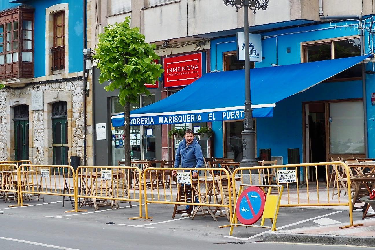 Pueblu dice que las peatonalizaciones del PP para salvar las terrazas de Ribadesella son una ocurrencia