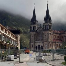 Las obras en la explanada de la Basílica de Covadonga obligan a cerrar el acceso rodado de vehículos a partir del lunes