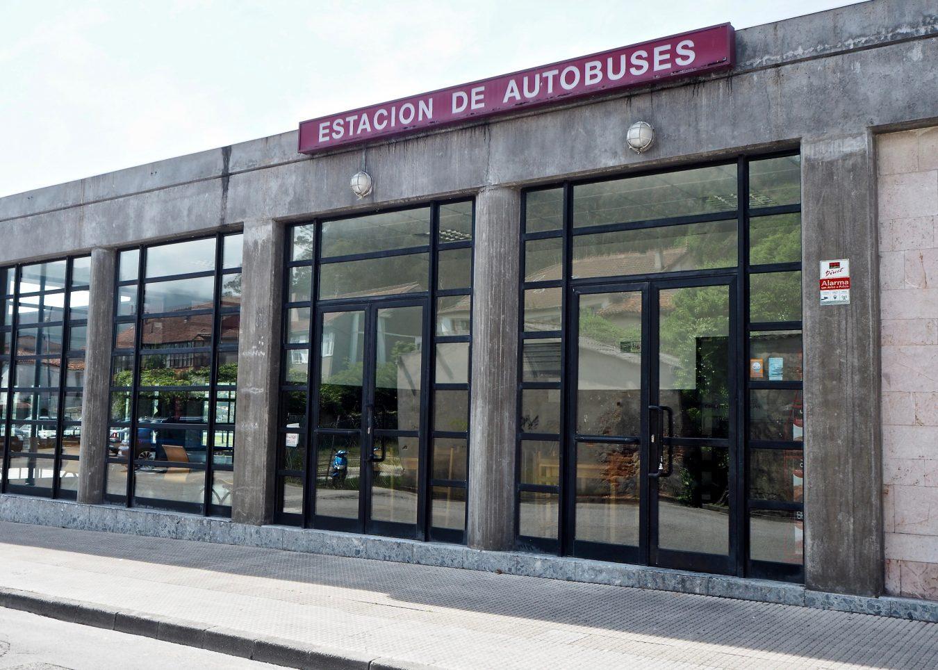 Denuncian ante la Oficina del Consumidor de Ribadesella el incumplimiento de rutas y horarios por parte de ALSA