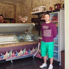Helados a domicilio, nueva propuesta de negocio impulsada por Alfonso Villa en Ribadesella