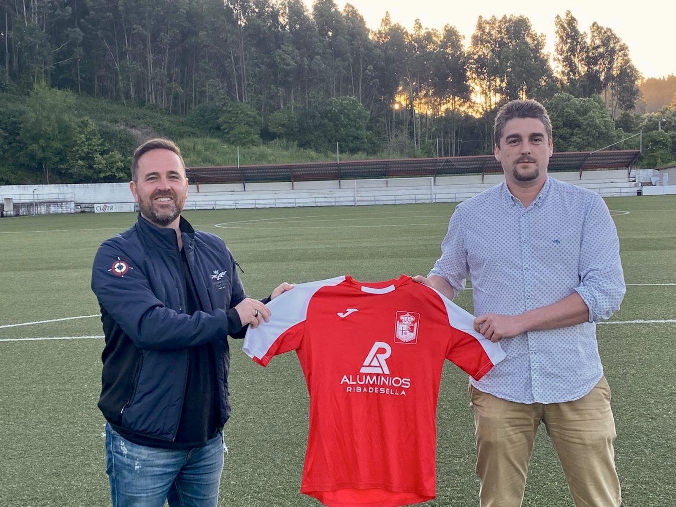 El Ribadesella CF renueva a Cortina como entrenador, que intentará convencer a Juanfer para que continúe una temporada mas