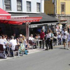 El Ayuntamiento de Llanes suprime la tasa de terrazas 2020 a los hosteleros del concejo