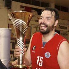 Después de 21 temporadas en el baloncesto nacional, el riosellano Manu Sánchez dice adiós al deporte de la canasta