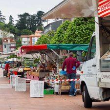 El mercado de Ribadesella recupera este miércoles a todos sus vendedores ambulantes