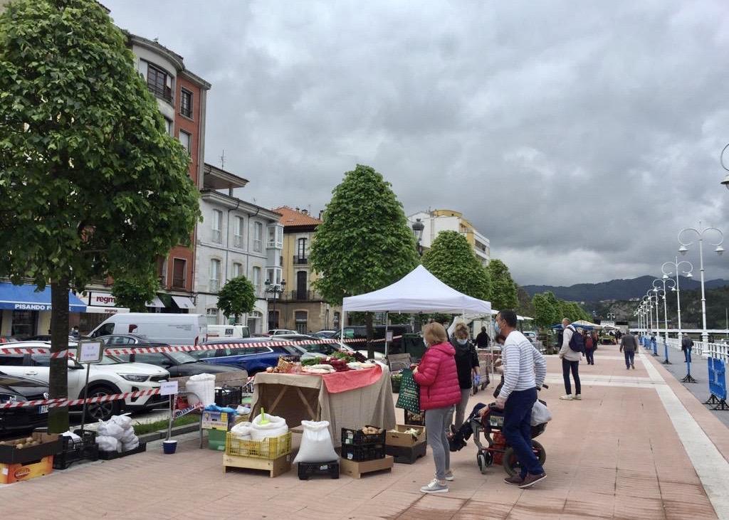 El nuevo mercado semanal de Ribadesella sirve para captar nuevos vendedores