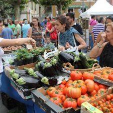 El Ayuntamiento de Llanes propone abrir sus mercados semanales solo para productos alimenticios