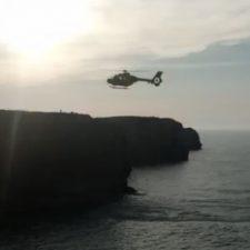 Un hombre se tira al mar en los acantilados de Cuerres (Ribadesella) y moviliza a todo el equipo de rescate