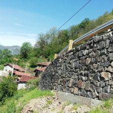 Reconstruido el muro que amenazaba la integridad de varias viviendas en San Juan de Beleño