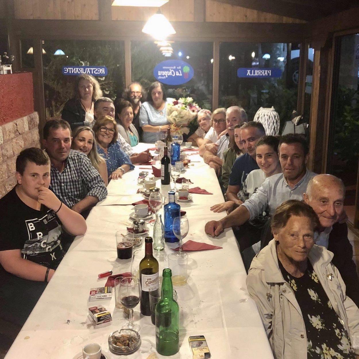 Mari deja La Piniella de Villahormes después de 33 años al frente del bar