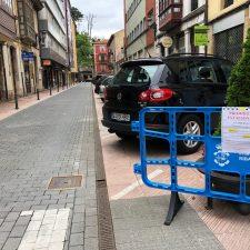 Cierre de la calle Comercio de Ribadesella para limpiar su pavimento