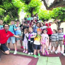 Pueblu propone recuperar el Campamento de Verano de Ribadesella abriendo diferentes sedes en las escuelas rurales