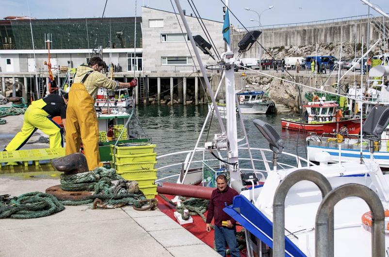 Diez embarcaciones pesqueras de Llanes recogerán plásticos en la mar durante sus jornadas de trabajo
