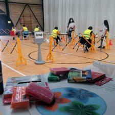 Hoy concluye el reparto de los kits de manualidades con los que se premia a los niños de Llanes