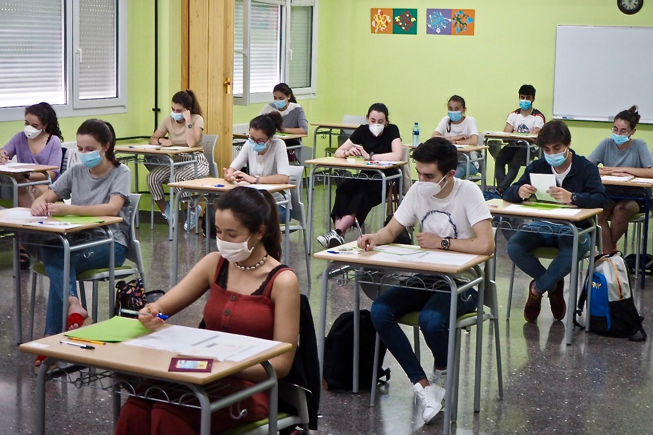 El Instituto de Ribadesella comienza el curso de la pandemia con 240 alumnos y el patio dividido en seis zonas para el recreo